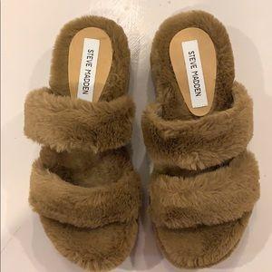 Steve Madden Faux fur slipper
